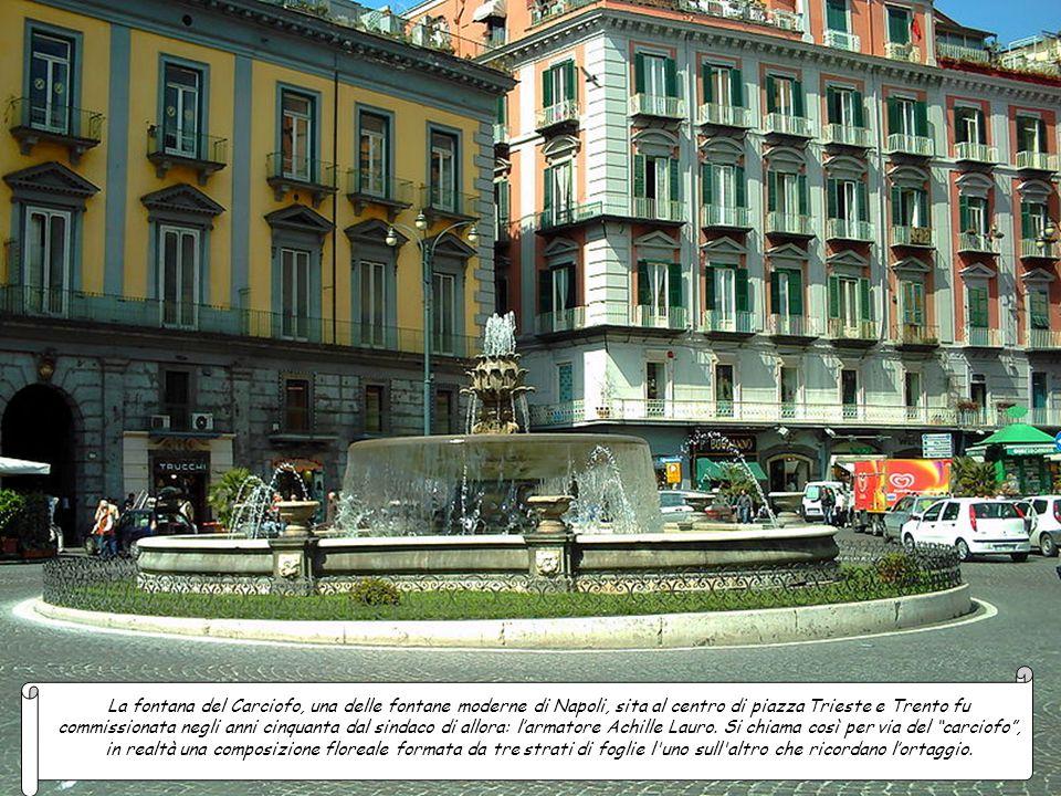 La fontana del Carciofo, una delle fontane moderne di Napoli, sita al centro di piazza Trieste e Trento fu commissionata negli anni cinquanta dal sindaco di allora: l'armatore Achille Lauro.