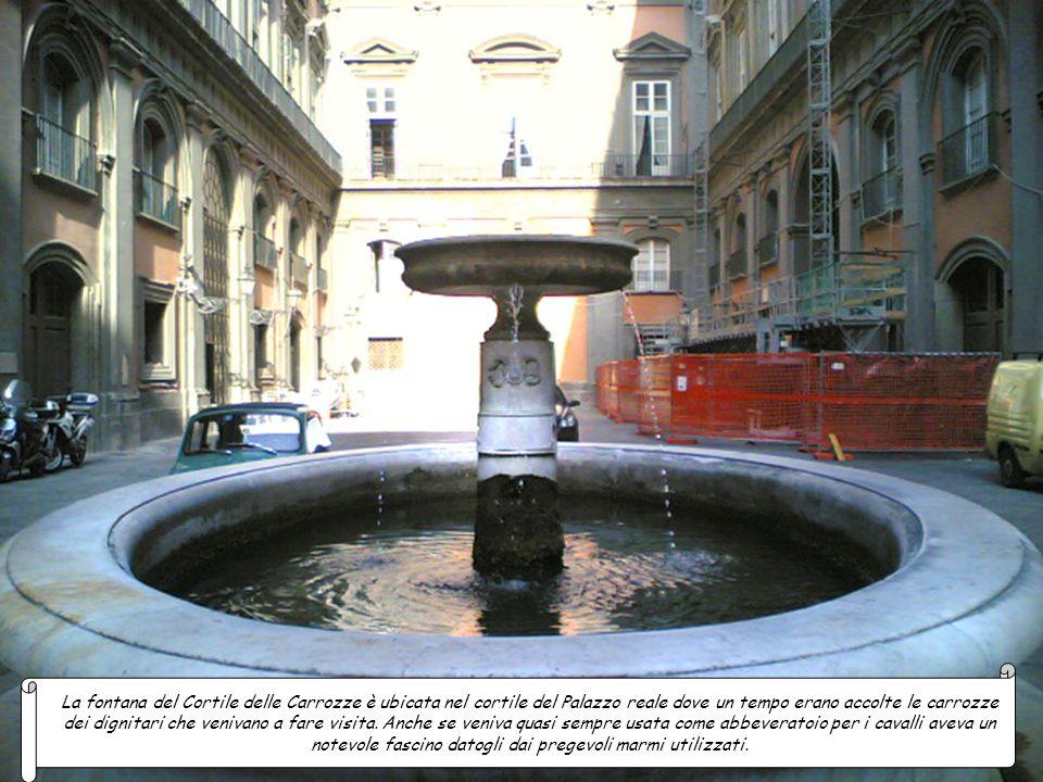 La fontana del Cortile delle Carrozze è ubicata nel cortile del Palazzo reale dove un tempo erano accolte le carrozze dei dignitari che venivano a fare visita.