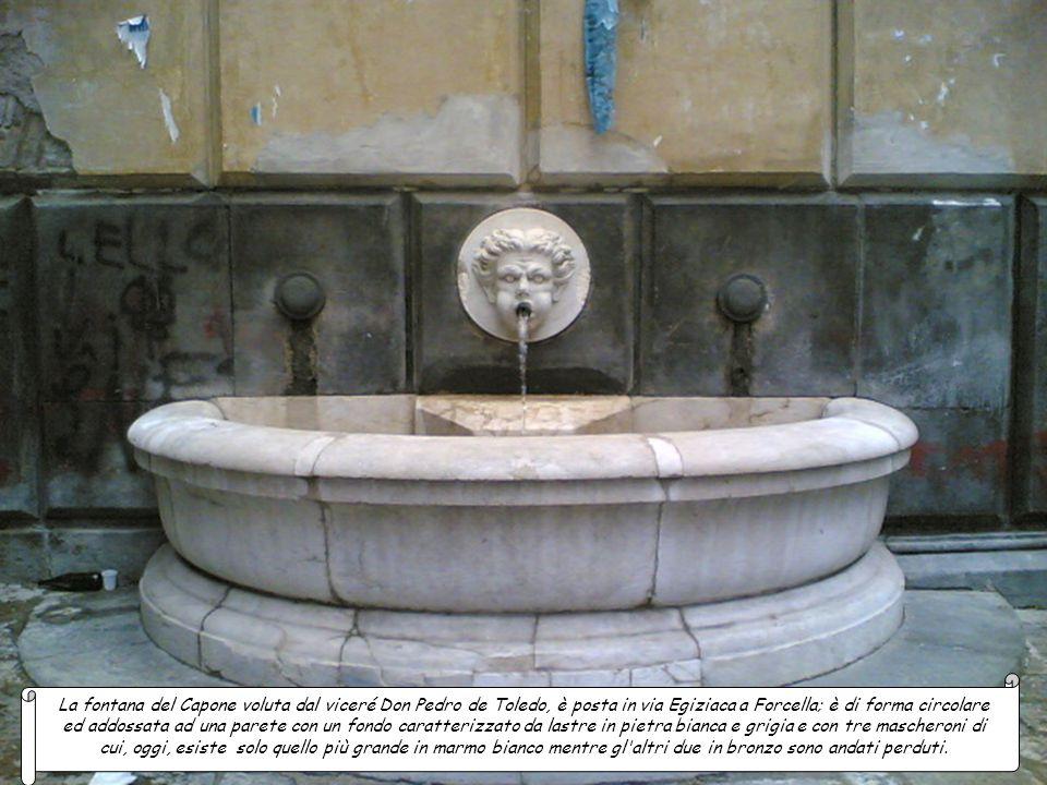 Cortile delle Carrozze (Palazzo Reale), fontana del Cortile delle Carrozze