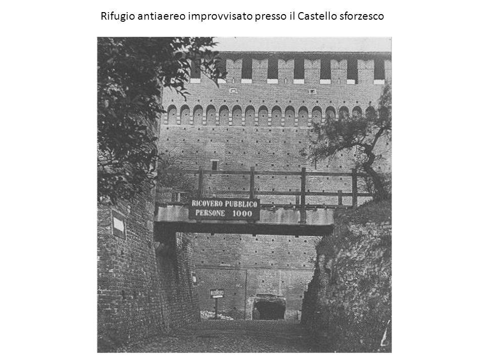 Rifugio antiaereo improvvisato presso il Castello sforzesco