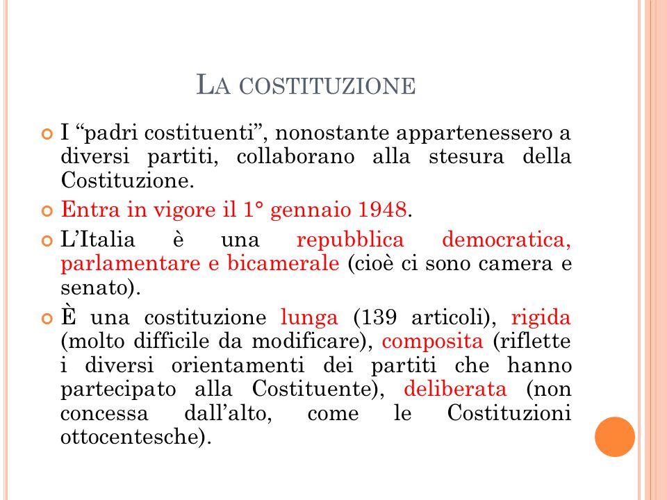 La costituzione I padri costituenti , nonostante appartenessero a diversi partiti, collaborano alla stesura della Costituzione.