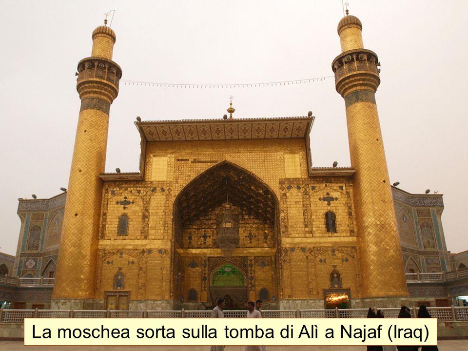 La moschea sorta sulla tomba di Alì a Najaf (Iraq)