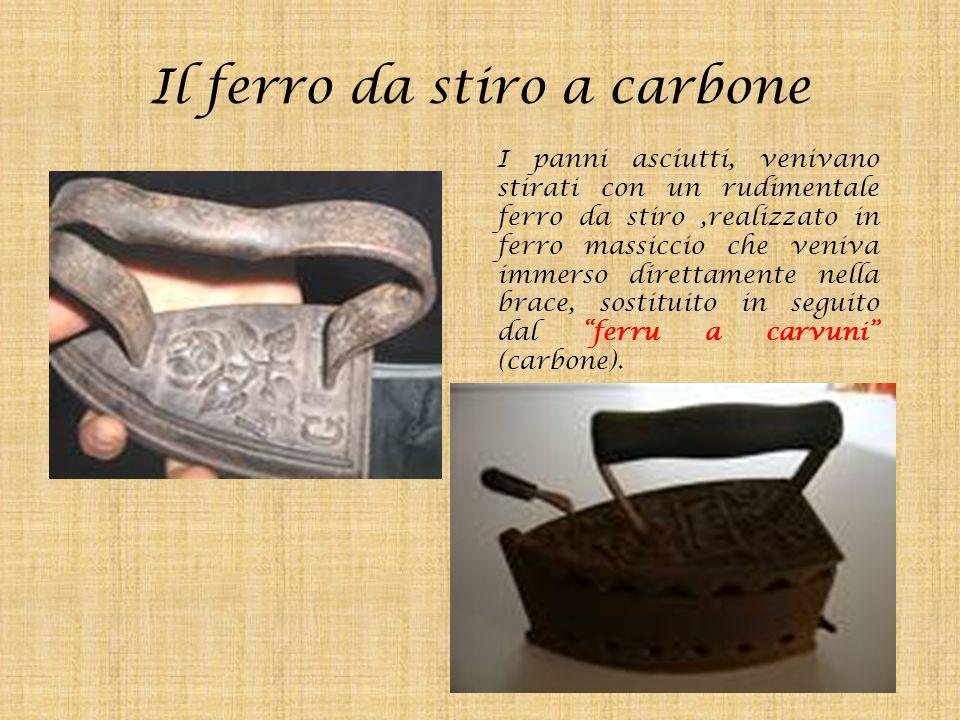 Il ferro da stiro a carbone