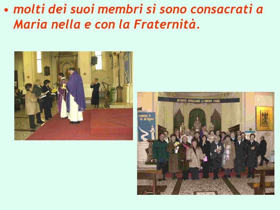 molti dei suoi membri si sono consacrati a Maria nella e con la Fraternità.