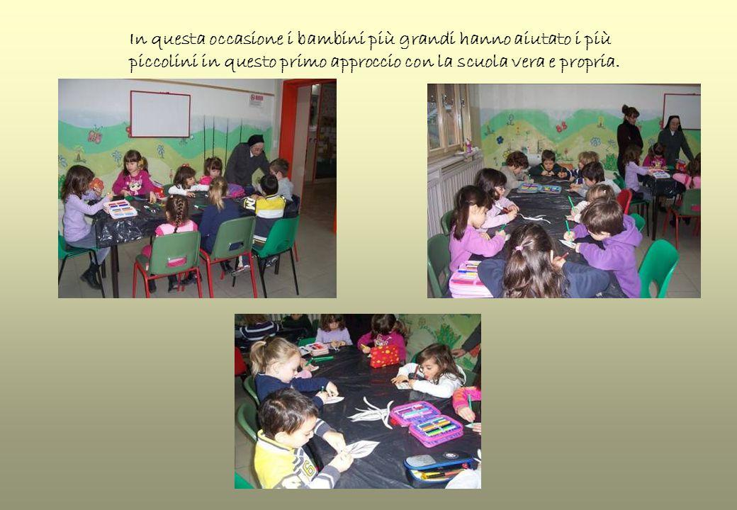 In questa occasione i bambini più grandi hanno aiutato i più piccolini in questo primo approccio con la scuola vera e propria.