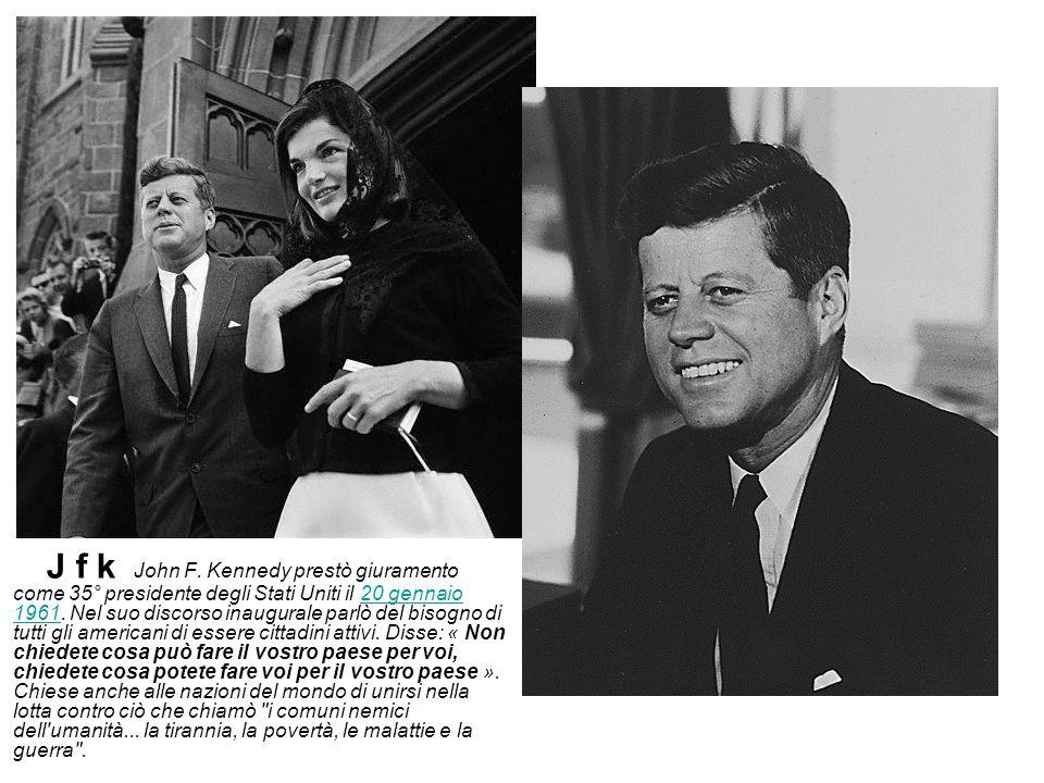 J f k John F. Kennedy prestò giuramento come 35° presidente degli Stati Uniti il 20 gennaio 1961.