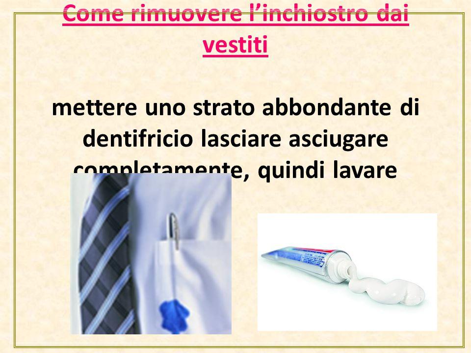 Come rimuovere l'inchiostro dai vestiti mettere uno strato abbondante di dentifricio lasciare asciugare completamente, quindi lavare