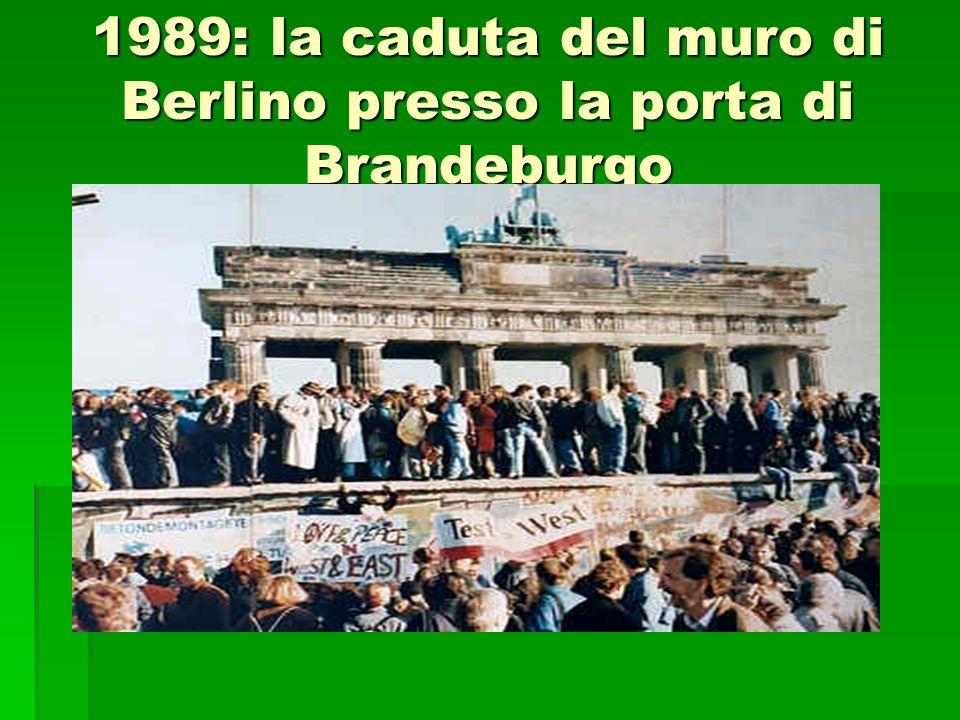 1989: la caduta del muro di Berlino presso la porta di Brandeburgo