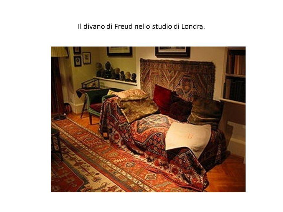 Il divano di Freud nello studio di Londra.