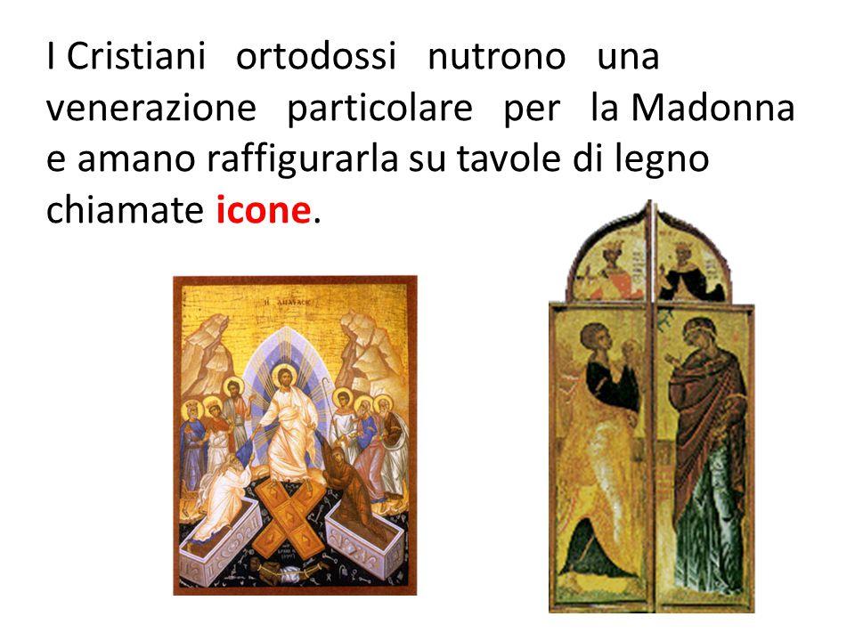 I Cristiani ortodossi nutrono una venerazione particolare per la Madonna e amano raffigurarla su tavole di legno chiamate icone.
