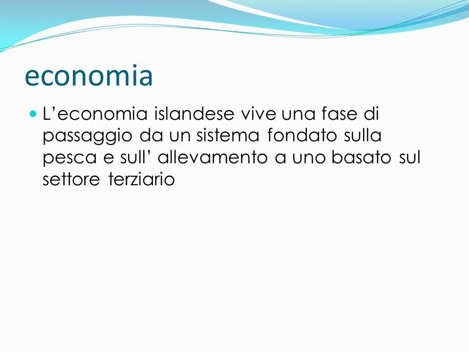 economia L'economia islandese vive una fase di passaggio da un sistema fondato sulla pesca e sull' allevamento a uno basato sul settore terziario.