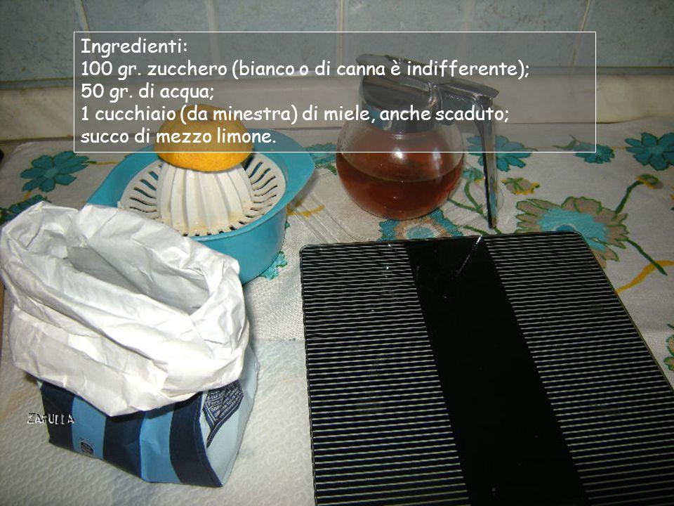 Ingredienti: 100 gr. zucchero (bianco o di canna è indifferente); 50 gr. di acqua; 1 cucchiaio (da minestra) di miele, anche scaduto;