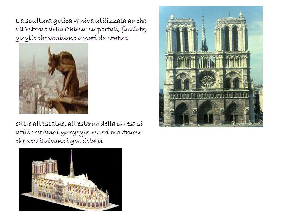La scultura gotica veniva utilizzata anche all'esterno della Chiesa: su portali, facciate, guglie che venivano ornati da statue.