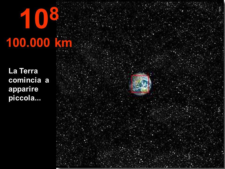108 100.000 km La Terra comincia a apparire piccola...