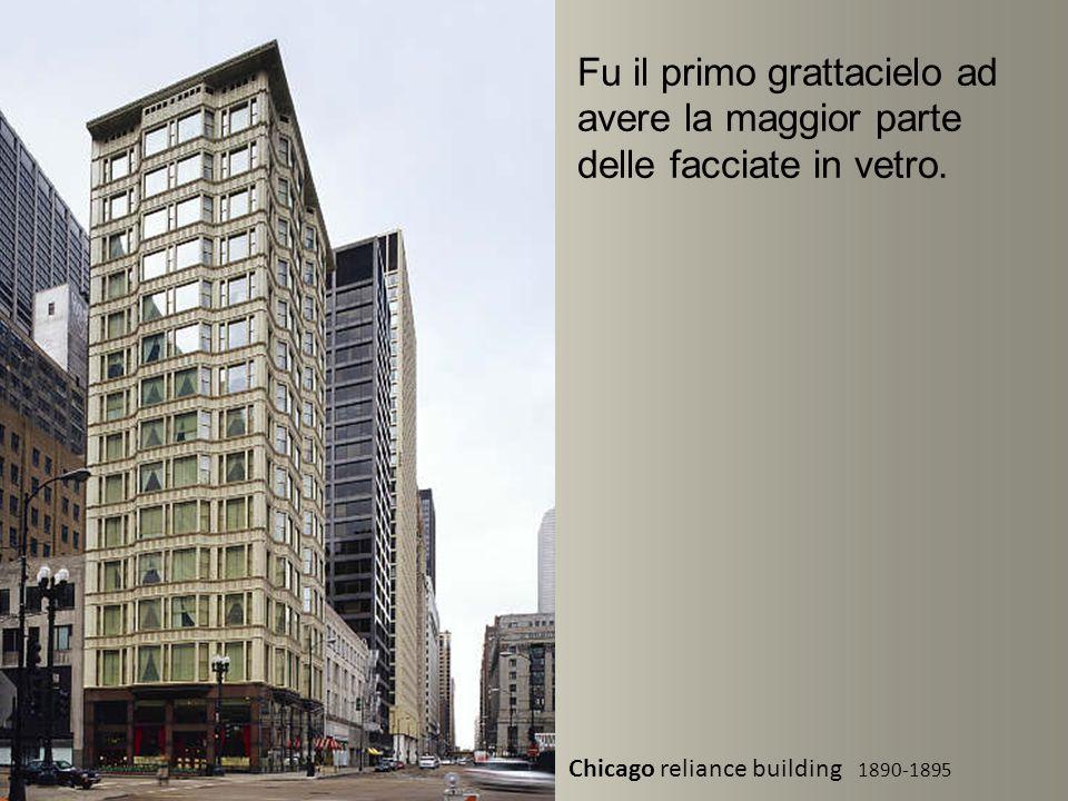 Fu il primo grattacielo ad avere la maggior parte delle facciate in vetro.
