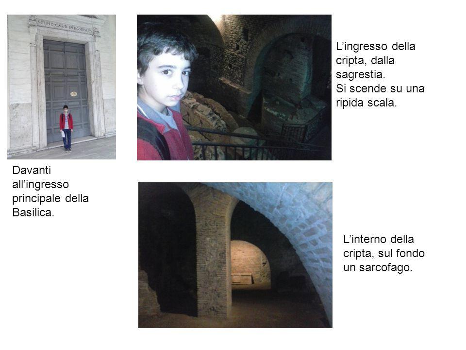 L'ingresso della cripta, dalla sagrestia.
