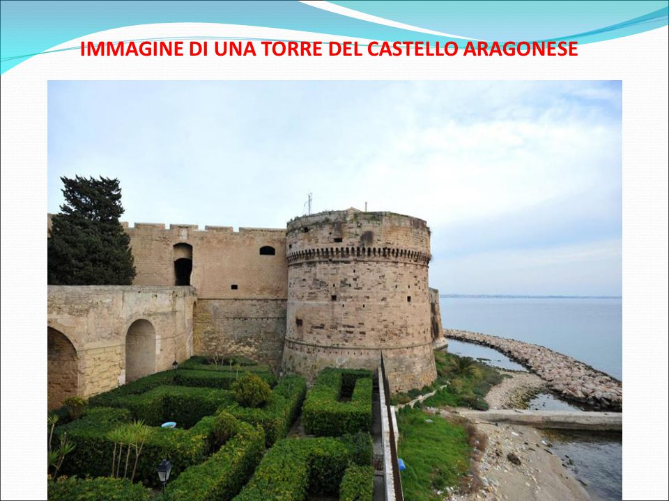 IMMAGINE DI UNA TORRE DEL CASTELLO ARAGONESE