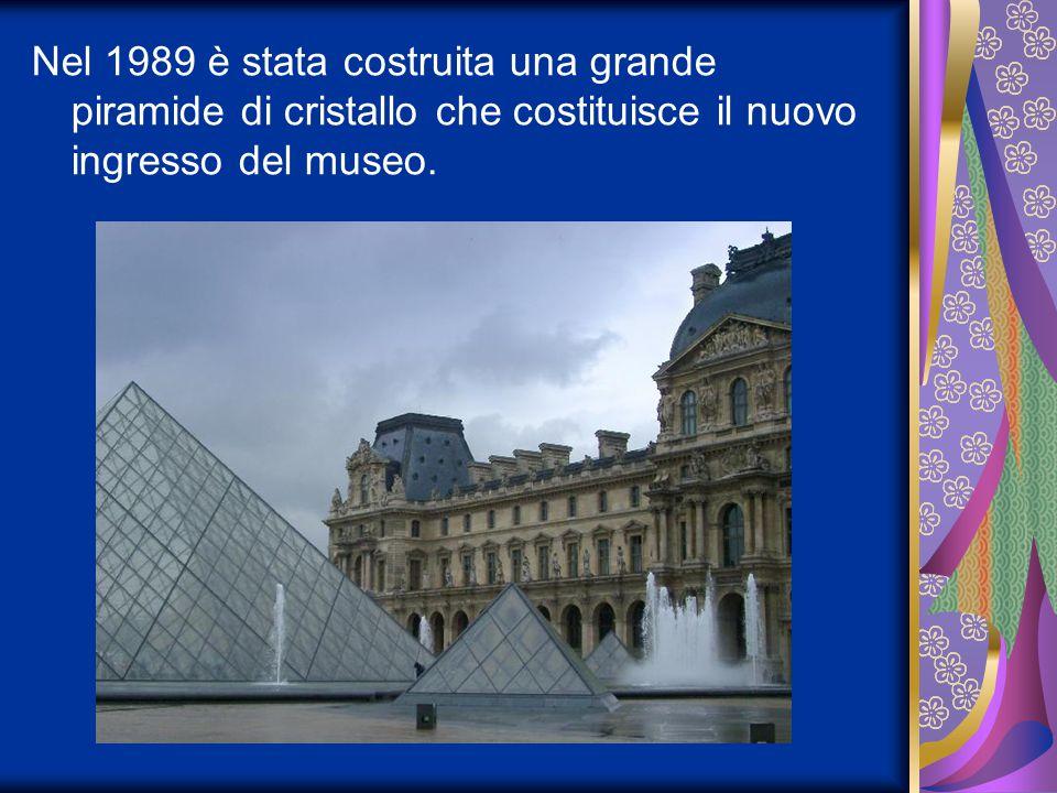 Nel 1989 è stata costruita una grande piramide di cristallo che costituisce il nuovo ingresso del museo.