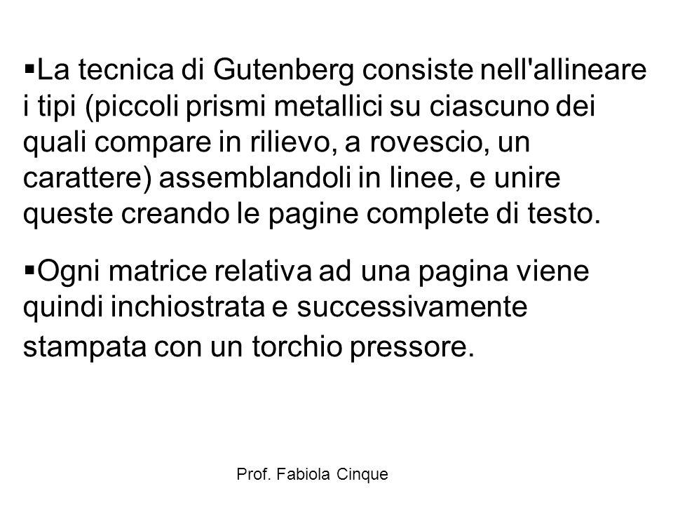 La tecnica di Gutenberg consiste nell allineare i tipi (piccoli prismi metallici su ciascuno dei quali compare in rilievo, a rovescio, un carattere) assemblandoli in linee, e unire queste creando le pagine complete di testo.