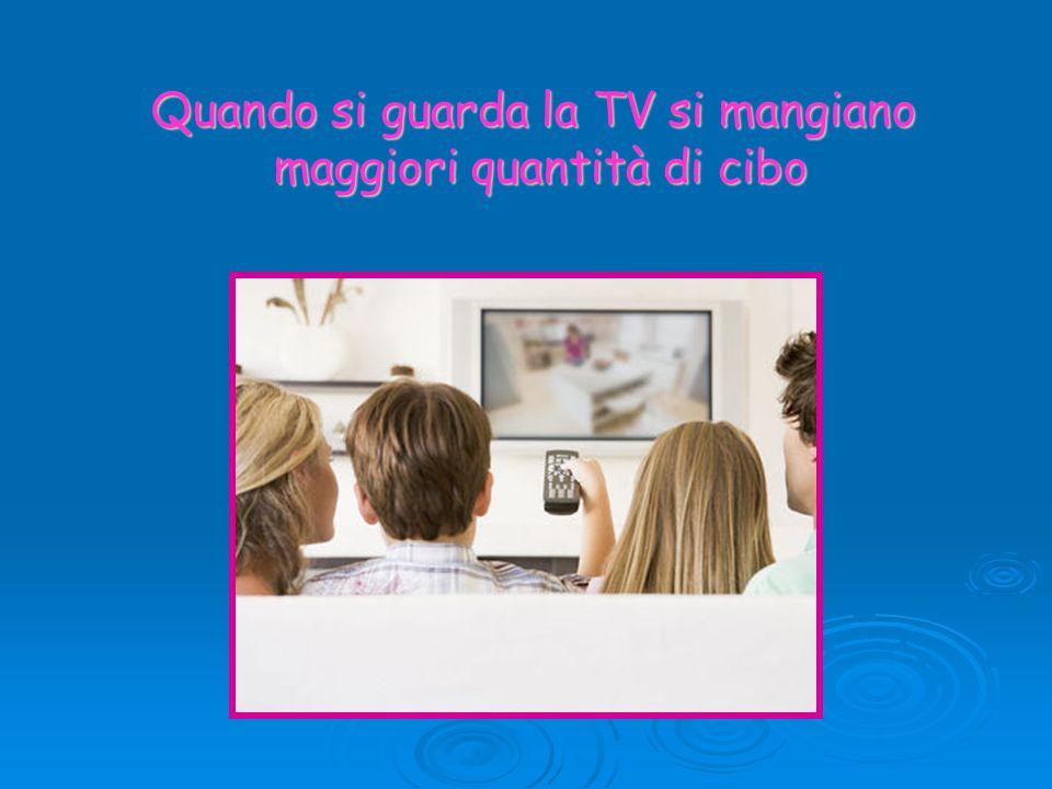 Quando si guarda la TV si mangiano maggiori quantità di cibo