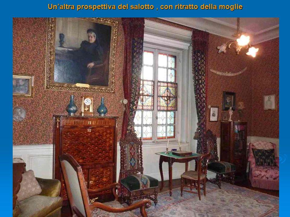 Un'altra prospettiva del salotto , con ritratto della moglie