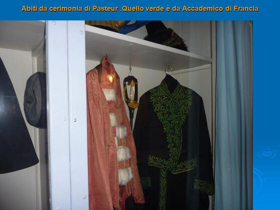 Abiti da cerimonia di Pasteur .Quello verde è da Accademico di Francia