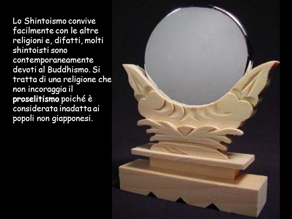 Lo Shintoismo convive facilmente con le altre religioni e, difatti, molti shintoisti sono contemporaneamente devoti al Buddhismo.