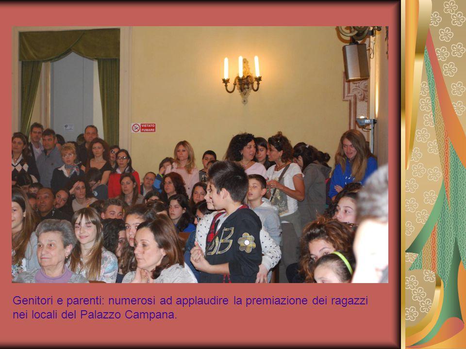 Genitori e parenti: numerosi ad applaudire la premiazione dei ragazzi nei locali del Palazzo Campana.