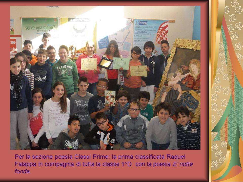 Per la sezione poesia Classi Prime: la prima classificata Raquel Falappa in compagnia di tutta la classe 1^D con la poesia E' notte fonda.