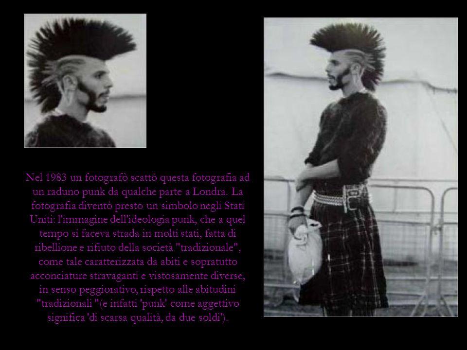 Nel 1983 un fotografò scattò questa fotografia ad un raduno punk da qualche parte a Londra.
