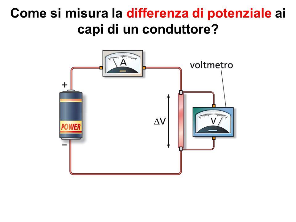 Come si misura la differenza di potenziale ai capi di un conduttore