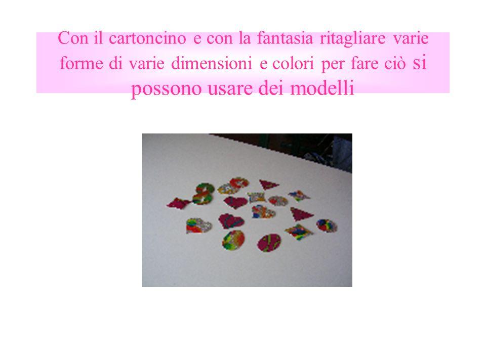 Con il cartoncino e con la fantasia ritagliare varie forme di varie dimensioni e colori per fare ciò si possono usare dei modelli