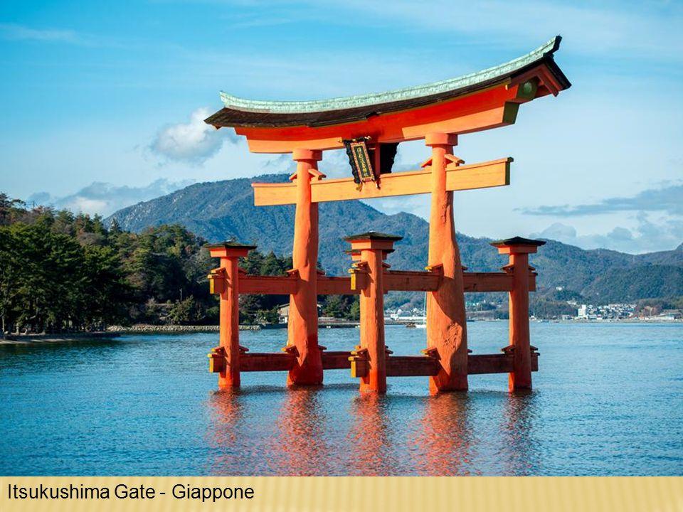 Itsukushima Gate - Giappone