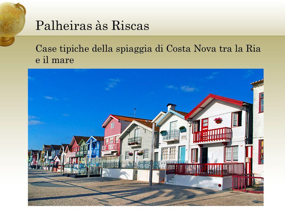 Palheiras às Riscas Case tipiche della spiaggia di Costa Nova tra la Ria e il mare