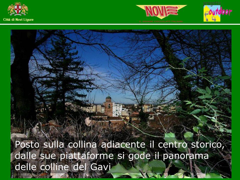 Posto sulla collina adiacente il centro storico, dalle sue piattaforme si gode il panorama delle colline del Gavi