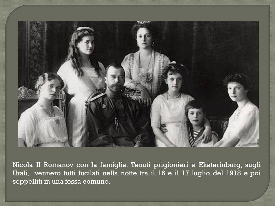 Nicola II Romanov con la famiglia