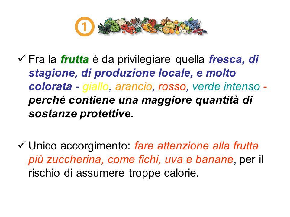 Fra la frutta è da privilegiare quella fresca, di stagione, di produzione locale, e molto colorata - giallo, arancio, rosso, verde intenso - perché contiene una maggiore quantità di sostanze protettive.