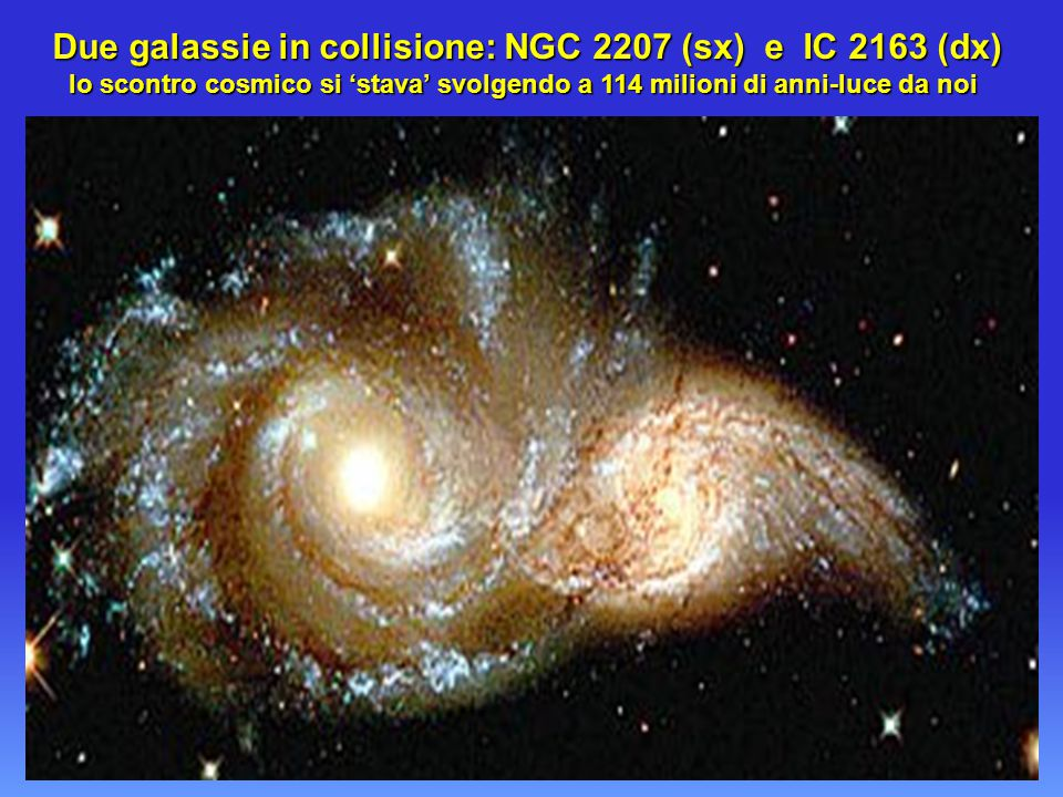 Due galassie in collisione: NGC 2207 (sx) e IC 2163 (dx)