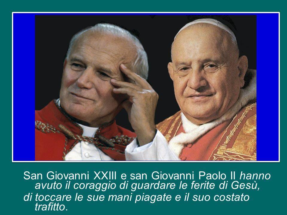 San Giovanni XXIII e san Giovanni Paolo II hanno avuto il coraggio di guardare le ferite di Gesù, di toccare le sue mani piagate e il suo costato trafitto.