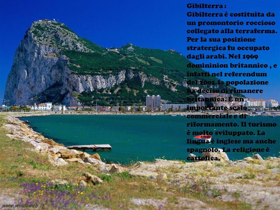 Gibilterra : Gibilterra è costituita da un promontorio roccioso collegato alla terraferma.