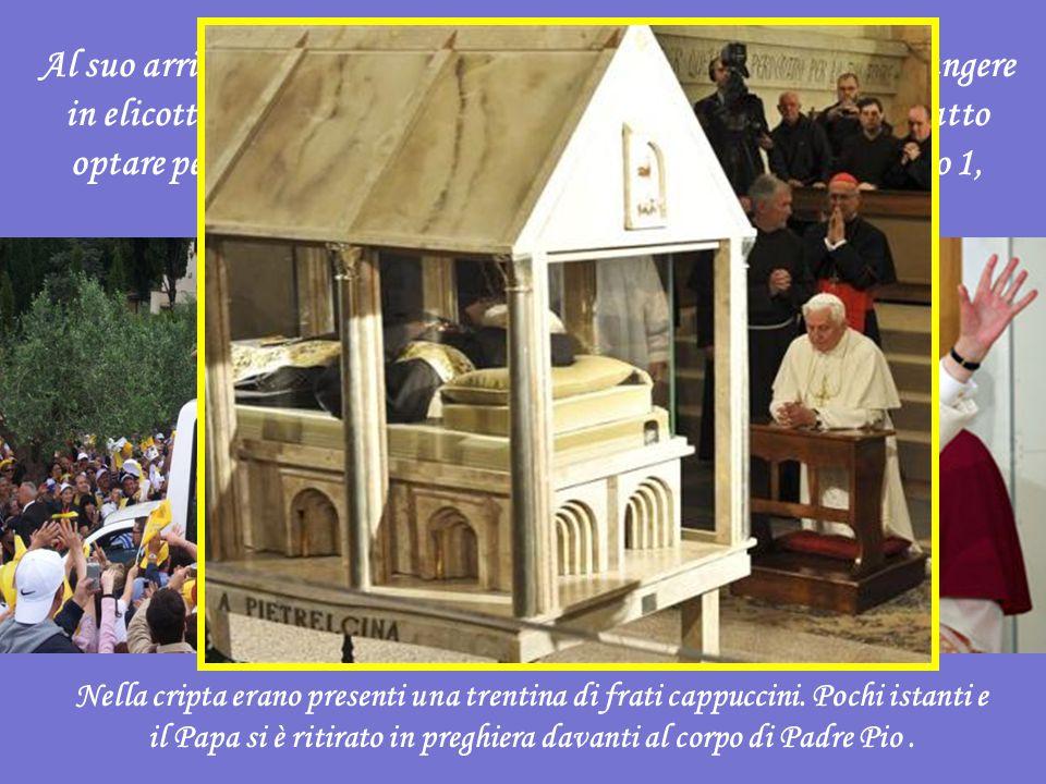Al suo arrivo a San Giovanni Rotondo (il Pontefice doveva giungere in elicottero ma le avverse condizioni metereologiche hanno fatto optare per l'aereo), Benedetto XVI ha visitato la cella numero 1, dove è morto padre Pio .