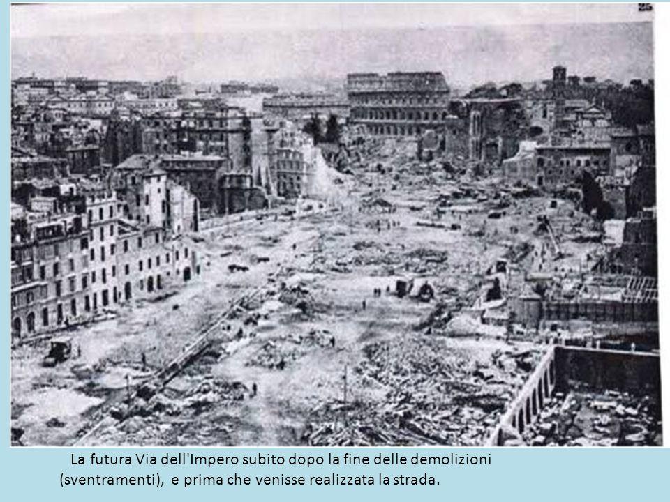 La futura Via dell Impero subito dopo la fine delle demolizioni (sventramenti), e prima che venisse realizzata la strada.