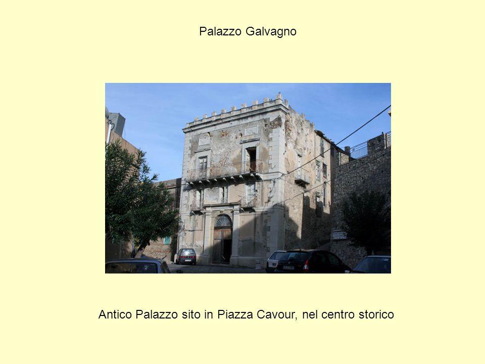 Antico Palazzo sito in Piazza Cavour, nel centro storico
