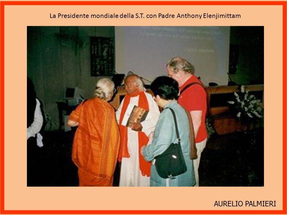 La Presidente mondiale della S.T. con Padre Anthony Elenjimittam