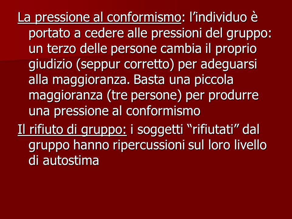 La pressione al conformismo: l'individuo è portato a cedere alle pressioni del gruppo: un terzo delle persone cambia il proprio giudizio (seppur corretto) per adeguarsi alla maggioranza. Basta una piccola maggioranza (tre persone) per produrre una pressione al conformismo