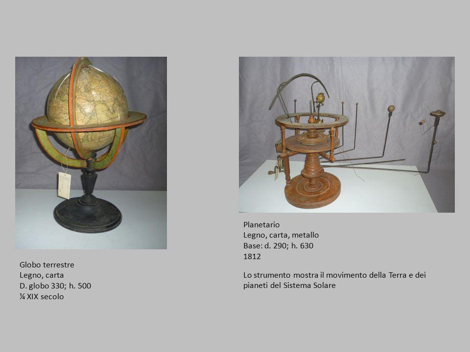 Planetario Legno, carta, metallo. Base: d. 290; h. 630. 1812. Globo terrestre. Legno, carta. D. globo 330; h. 500.