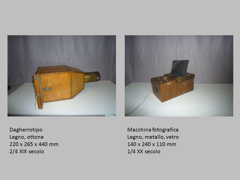 Dagherrotipo Legno, ottone. 220 x 265 x 440 mm. 2/4 XIX secolo. Macchina fotografica. Legno, metallo, vetro.