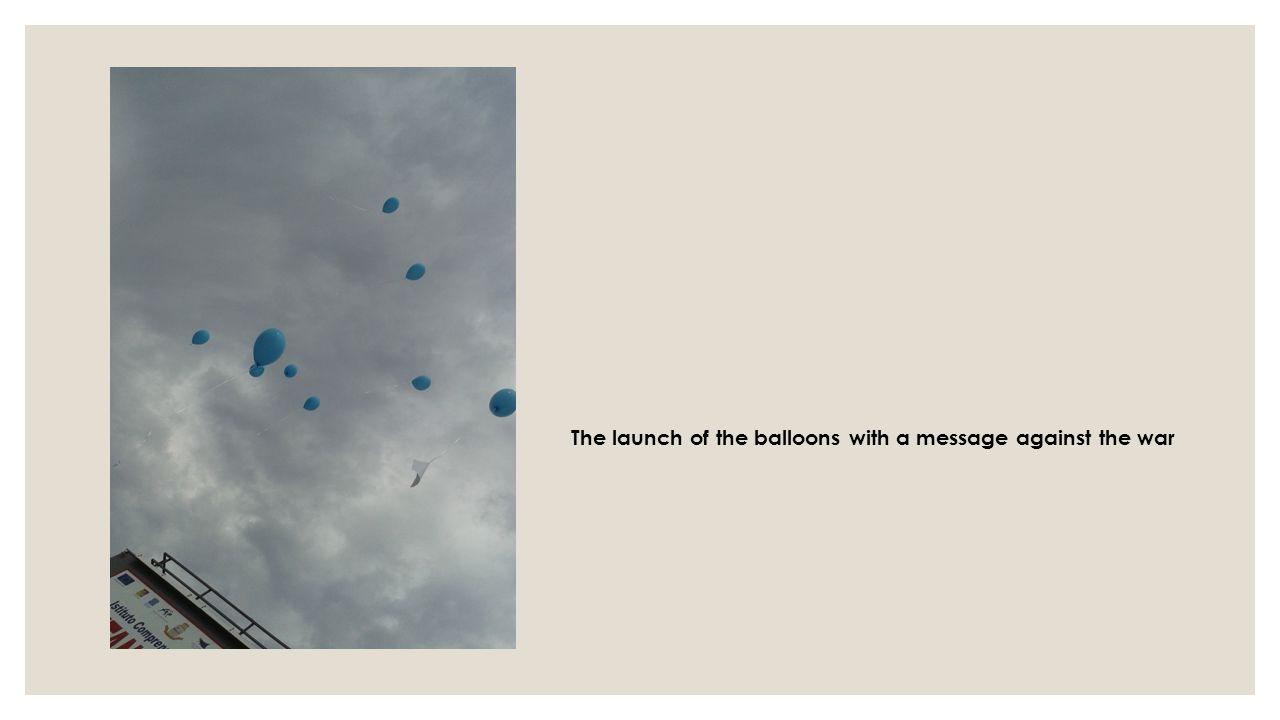 The launch of the balloons with a message against the war