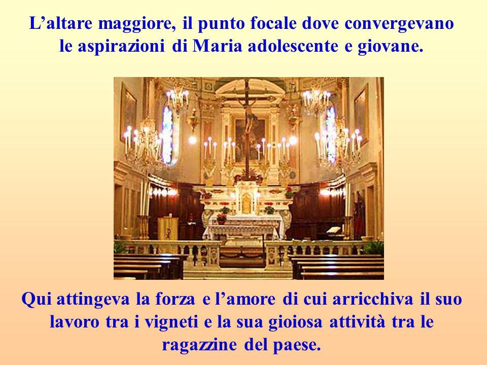 L'altare maggiore, il punto focale dove convergevano le aspirazioni di Maria adolescente e giovane.
