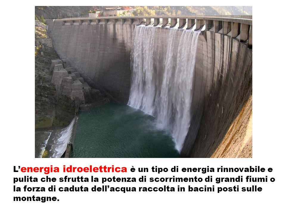 L'energia idroelettrica è un tipo di energia rinnovabile e pulita che sfrutta la potenza di scorrimento di grandi fiumi o la forza di caduta dell'acqua raccolta in bacini posti sulle montagne.